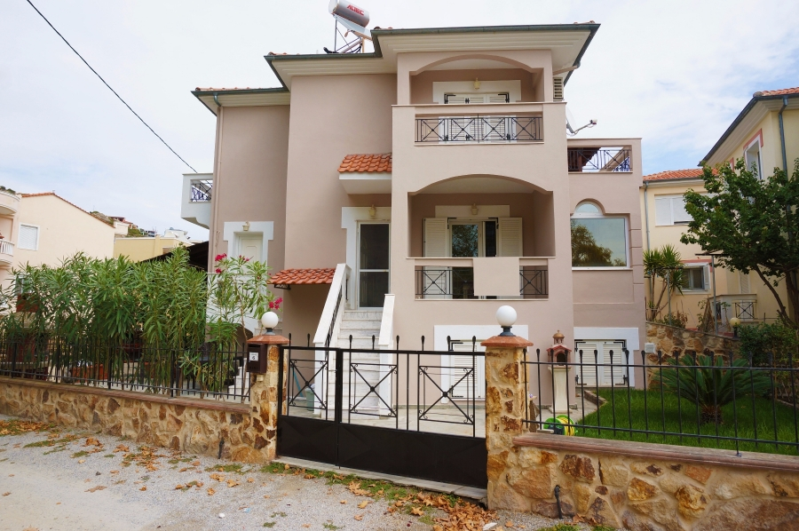 Detached house for sale in Nea Peramos, Kavala