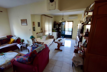 Самостоятелна къща за продажба в Карияни, Кавала
