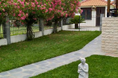 Самостоятелна къща за продажба в Паралия Карияни, Кавала
