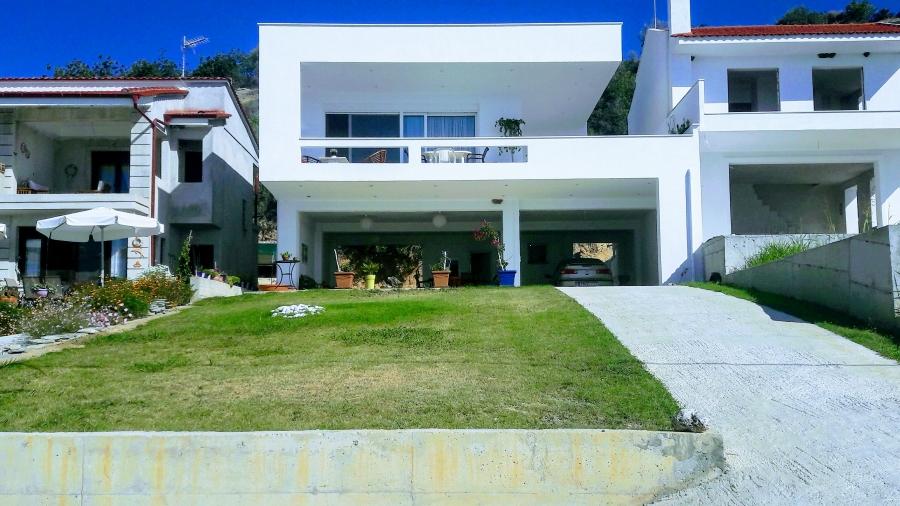 Самостоятелна къща за продажба в Лутра Елефтерон, Кавала